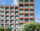 锡达斯普林斯CedarSprings的这栋现代风格折衷的两卧室阁楼酒店距离克莱德沃伦公园KlydeWarrenPark仅几步之遥