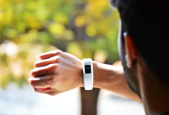 可穿戴活动跟踪器可提高体力活动水平